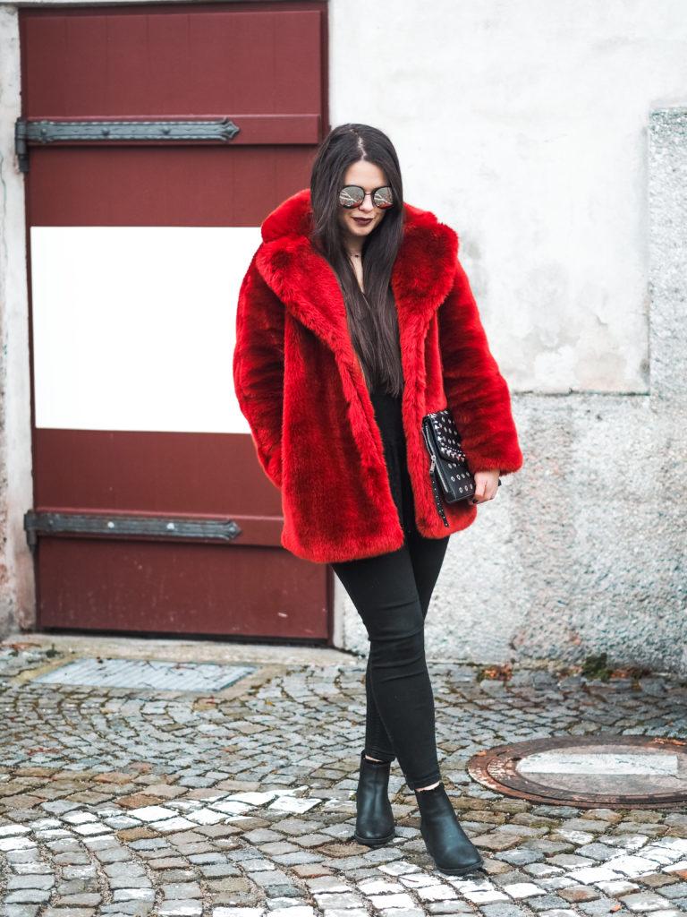 Roter Pelz Mantel