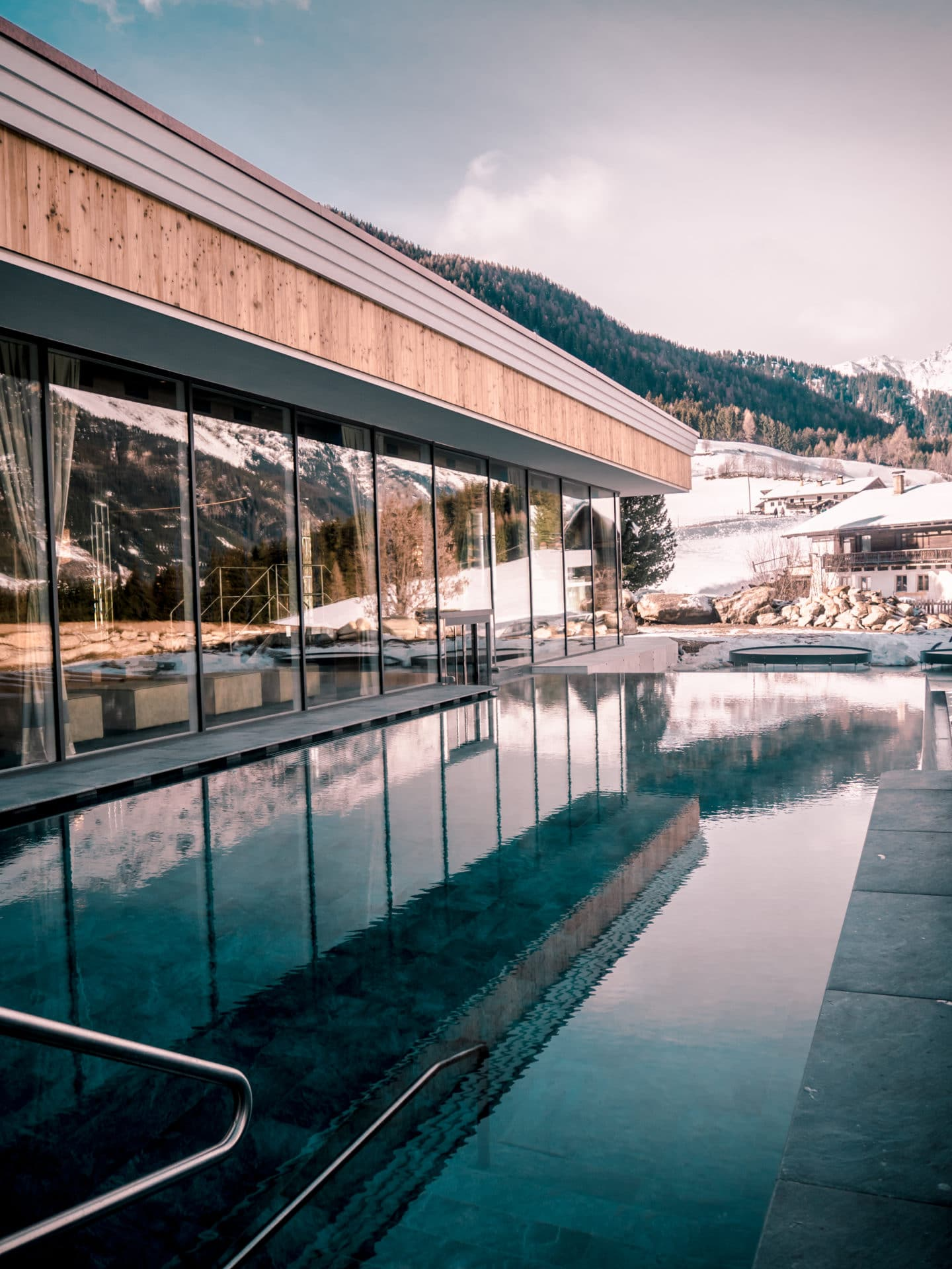 Outdoorpool Plunhof Südtirol Wellnesshotel
